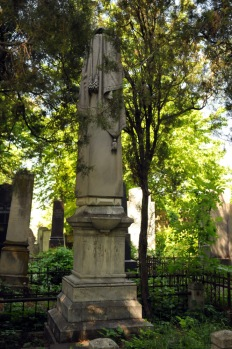Jewish Cemetery Iasi Romania 002