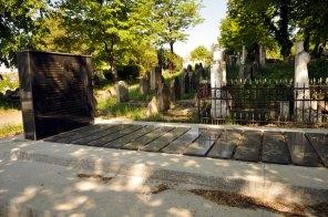 Jewish Cemetery Iasi Romania 020